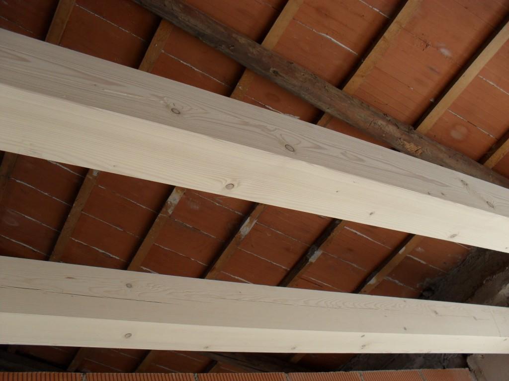 Travature in abete naturale posate dall'Impresa Edile Baraldo di Thiene, Vicenza, un ottima impresa edile nella restaurazione di edifici.
